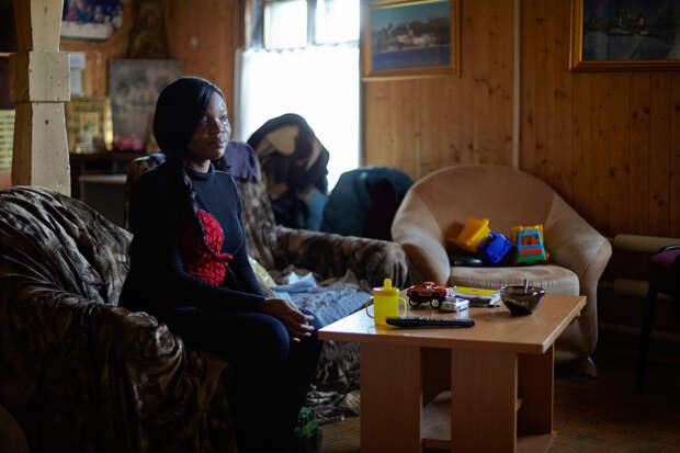 4. Джульетте сейчас 24 года. Она из города Бенин-Сити. В России прожила полгода. По словам девушки, ей предложила приехать сюда соседка. Вербовщица пообещала, что в России Джульетта получит образование в экономическом институте.
