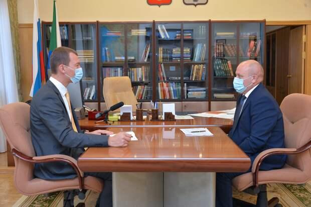 Дегтярев обсудил с мэром Хабаровска ход нацпроектов по жилью и дорогам