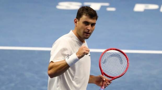 Карацев сенсационно победил Медведева на турнире ATP в Риме