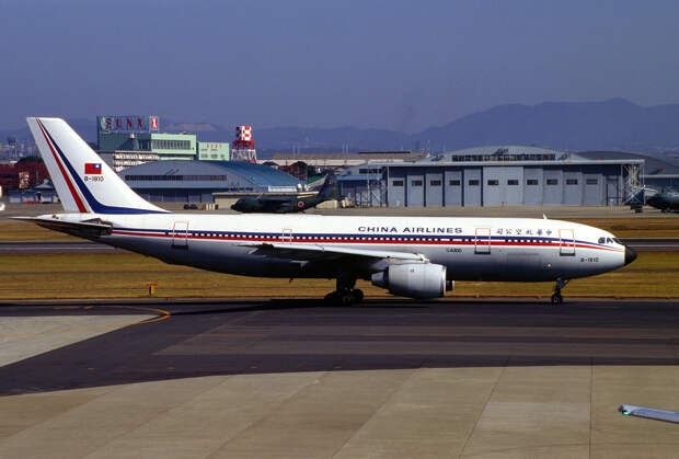 China Airlines Airbus A300B4-220 (B-1810-179).jpg