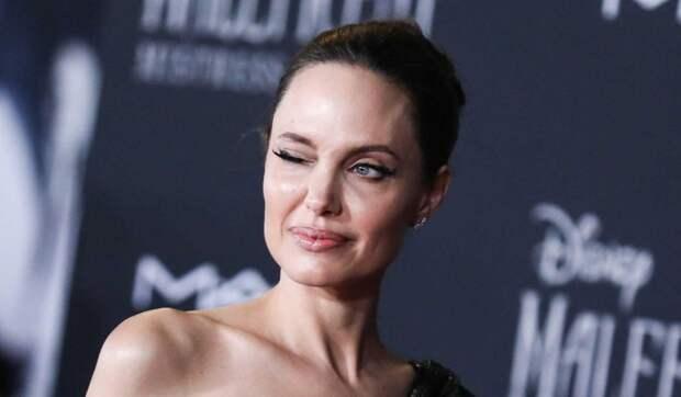 Джоли нагло отбила женатого актера у коллеги