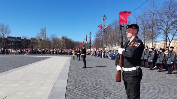 Парад моряков собрал около трех тысяч зрителей в Кронштадте