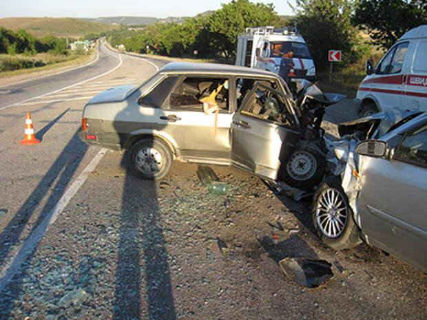 ДТП в Крыму: водителя зажало в авто до смерти (фото)