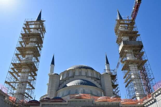 Строительство Соборной мечети в столице Крыма закончат в следующем году