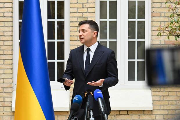 Зеленский обвинил Россию в военном давлении и выразил надежду на НАТО