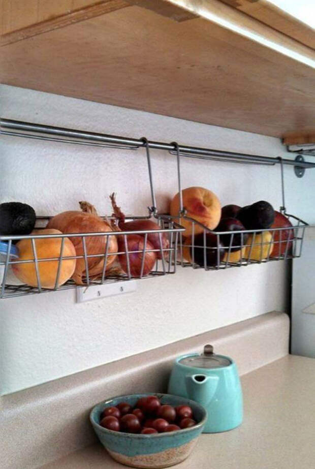 Решетчатые контейнеры для фруктов и овощей.