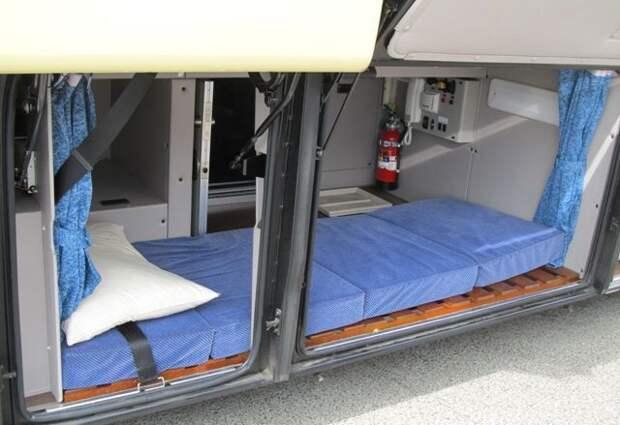 Где спят водители автобусов дальнего следования (6 фото)