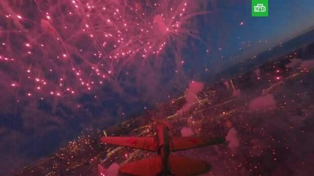 Праздничный салют в Петербурге: съемки с дрона