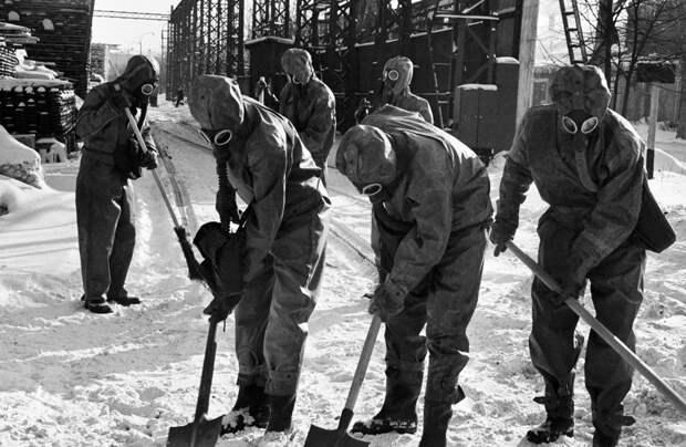 Чему учили в СССР на уроках гражданской обороны
