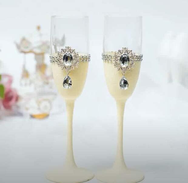Свадебные бокалы своими руками. Декор стразами