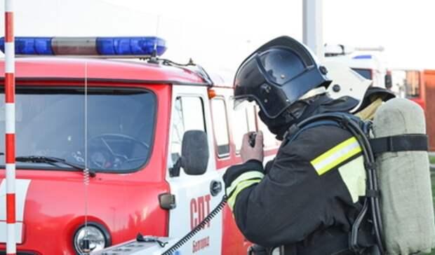 Из-за пожара вподъезде эвакуированы жители многоэтажки вЕкатеринбурге
