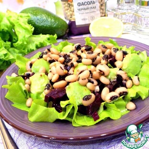 Свекольный салат с фасолью и авокадо