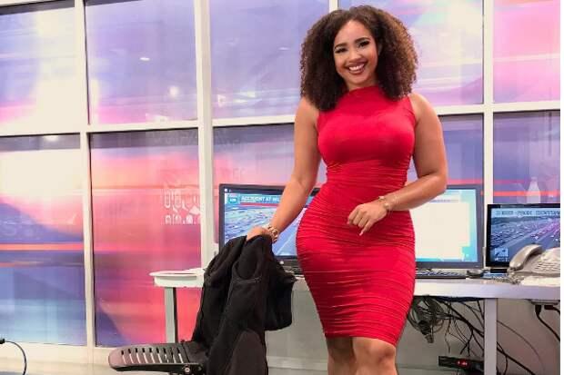 Смелое облегающее платье телеведущей возмутило зрителей