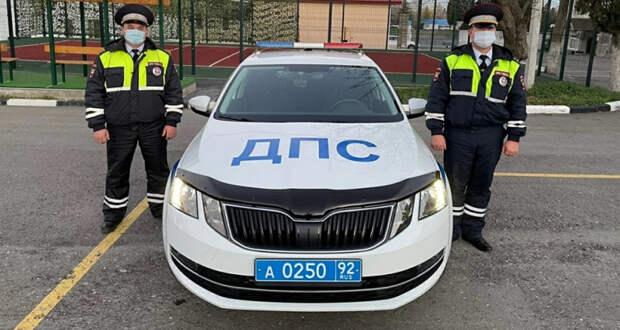 Полицейские из Севастополя отвезли маленького ребёнка в больницу вместо скорой