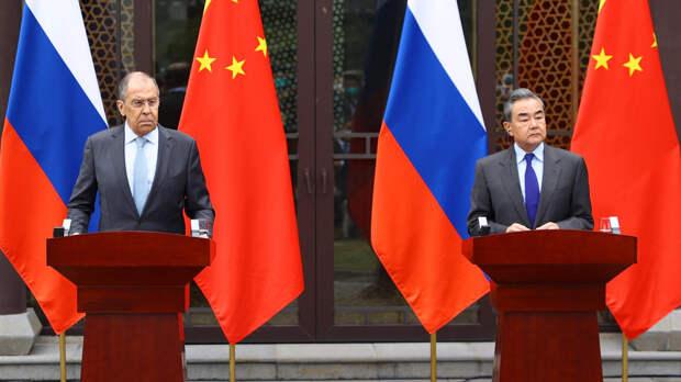 """Опасный союз: Вашингтону посоветовали """"вбить клинья"""" между РФ и Китаем"""