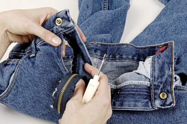 Как отремонтировать джинсы: даем любимым брюкам вторую жизньм