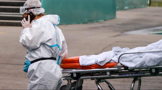 Власти заявили о заражении тысяч людей среди уже прошедших вакцинацию. Есть и летальные исходы