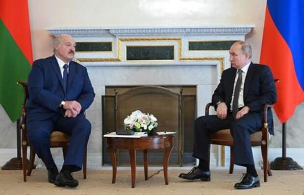 Russian President Vladimir Putin and Belarusian President Alexander Lukashenko talk during a meeting in Saint Petersburg, Russia July 13, 2021. Sputnik/Alexei Nikolskyi/Kremlin via REUTERS ATTENTION EDITORS - THIS IMAGE WAS PROVIDED BY A THIRD PARTY.