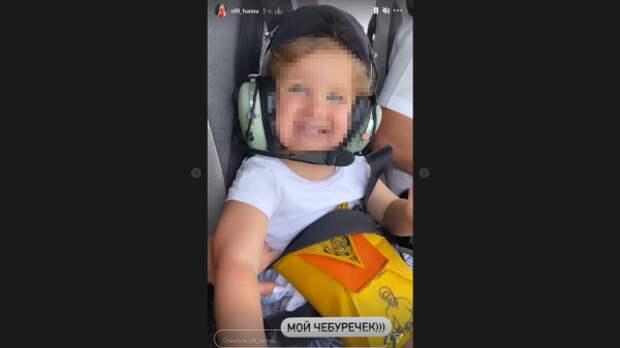Дочка певицы Ханны пела песни во время полета на вертолете