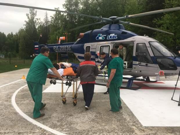Упавшего с высоты пациента вертолетом отправили из Ижевска в Нижний Новгород