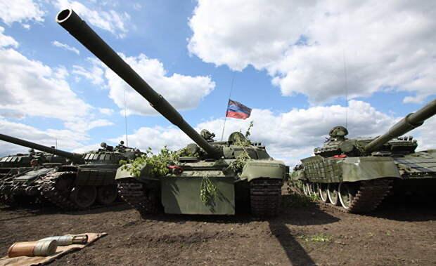 Танки Народной милиции ДНР на передовой линии соприкосновения ДНР с Украиной