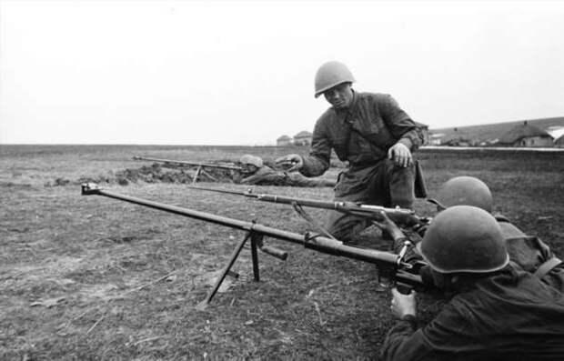 Противотанковые ружья: бесполезная игрушка или причина волнения немецких танкистов