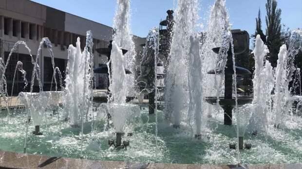 В сквере у Дворца культуры профсоюзов заработали фонтаны