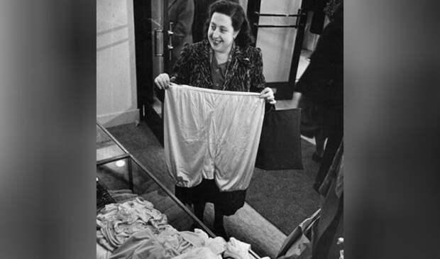 Выставка советского нижнего белья в Париже