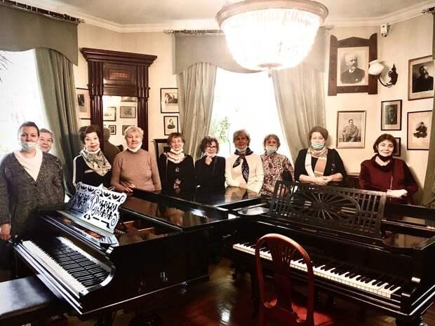 Участники «Московского долголетия» из Савеловского посетили музей-квартиру пианиста