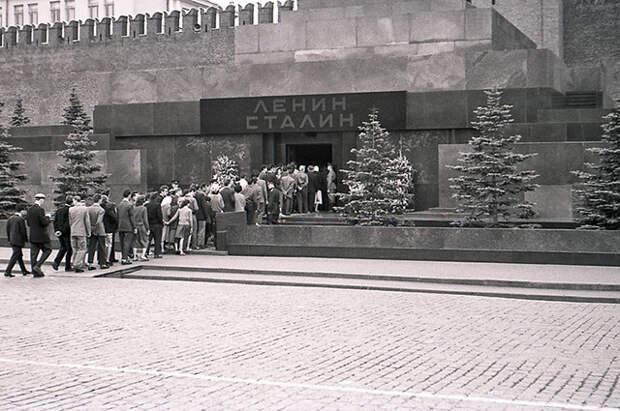 Мавзолей Ленина и Сталина, 1957 год.