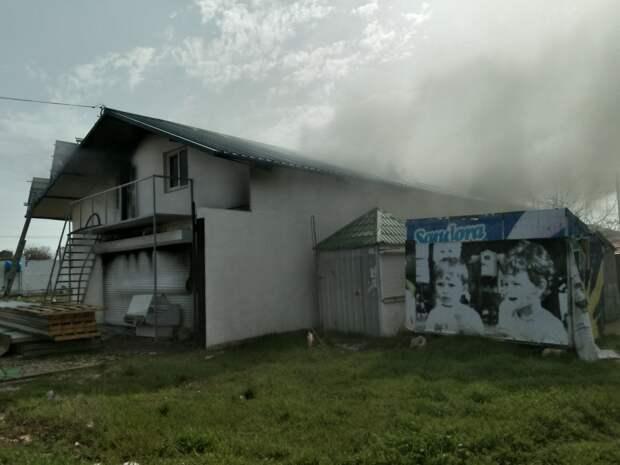 Крупный пожар: в Севастополе тушили частный двухэтажный дом