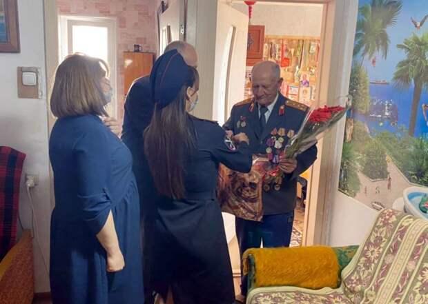 Сотрудники ОМВД России по городу Судаку поздравили ветеранов органов внутренних дел с наступающим праздником Победы