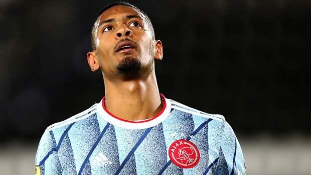 «Аякс» из-за компьютерной ошибки не смог заявить Алле на плей-офф Лиги Европы. Он был куплен за 22,5 млн евро