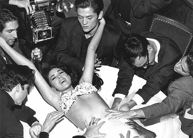 Уникальные фотоснимки секс-символа XX века Моники Беллучи