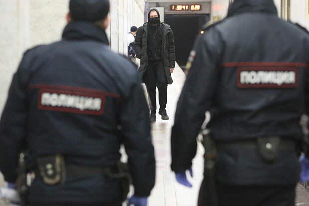 Уборщик ранил ножом полицейского в московском метро