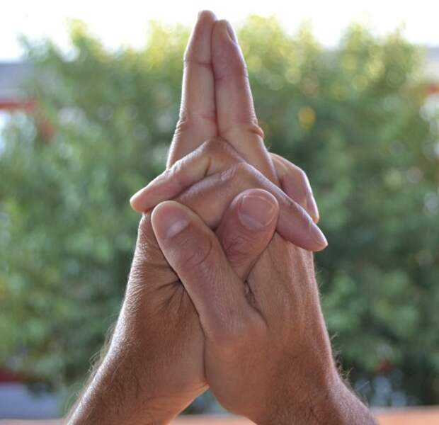 Удивительные буддистские мудры, которые непонятно как, но решают проблемы