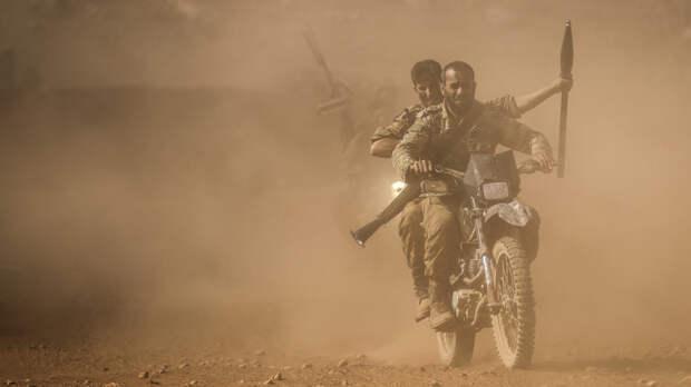 Двое сирийских военных погибли при нападении боевиков в Идлибе