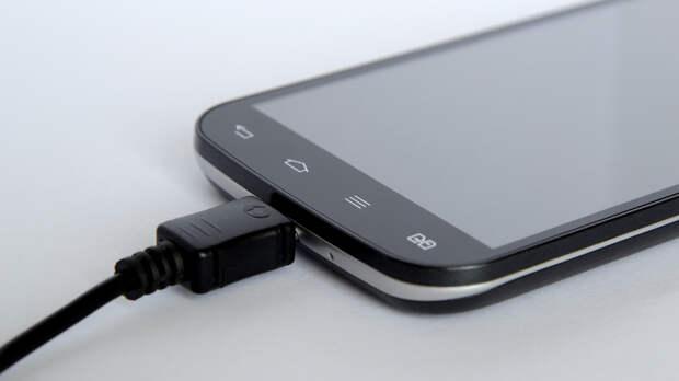 Россиян предупредили о смертельной опасности смартфонов и зарядок для человека