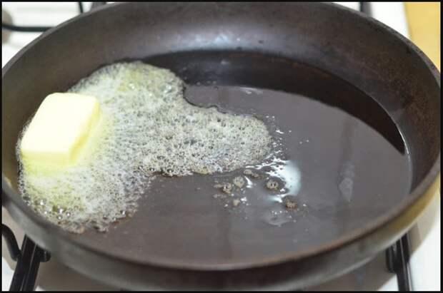 Для жарки блинов лучше использовать подсолнечное масло / Фото: magazinlinz.ru