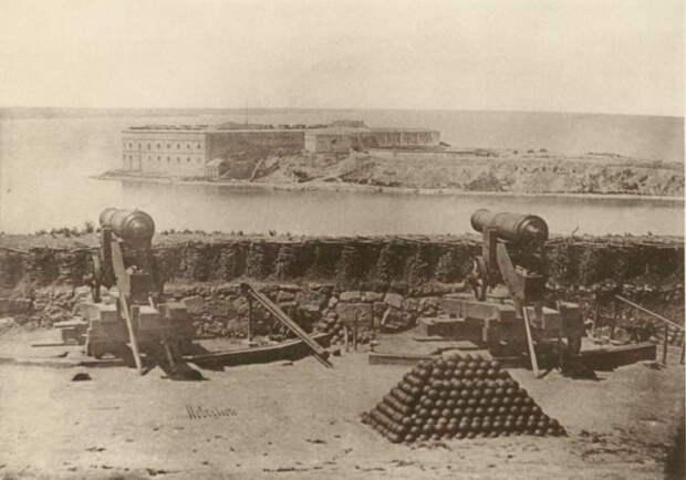 Вид на Константиновскую береговую батарею на Северной стороне Севастополя. Фотография Джеймса Робертсона, 1855 год