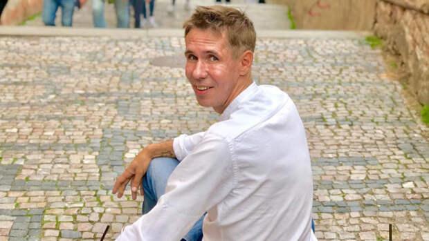 Счастливый Алексей Панин снял трусы после получения вида на жительство в Испании