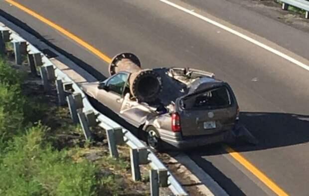 Сообщается, что Иисус получил незначительные травмы. 33-летний водитель грузовика, потерявший контроль над управлением, был оштрафован за небрежное вождение. авария, авто, авто авария, везение, видео, грузовик, дтп, эстакада