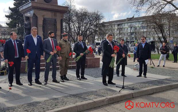 Глава ДНР Захарченко посетил Крым в годовщину референдума о присоединении к России 4