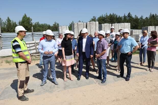 Строительство новой школы в Дзержинске обсудили на выездном совещании