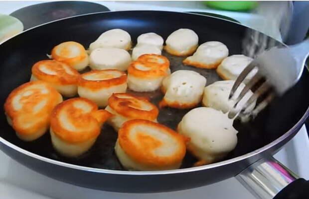 Как пожарить пышные оладьи на кефире без яиц.