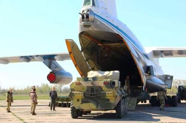 Россия начала перебрасывать бронетехнику в зону влияния США на востоке Сирии