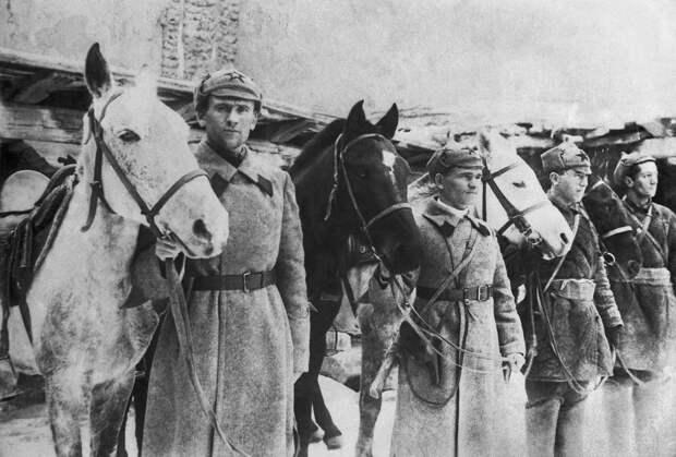 Ожившая история: в Госдуме предложили вернуть в армию России будёновки
