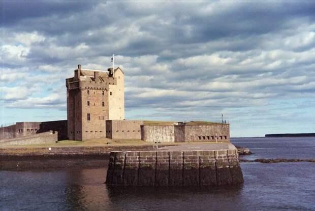 Замок Броти в Данди