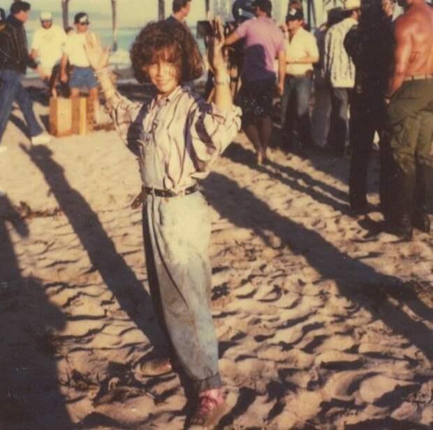 """Алисса Милано на съемках фильма """"Коммандо"""" 1985 год."""