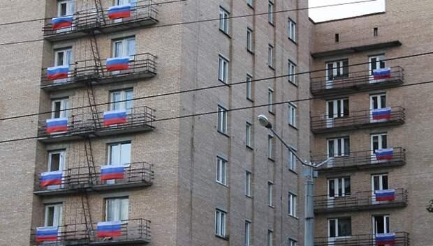 Жители Подольска поддержали акции «Поем всем двором» и «Фонарики Победы»